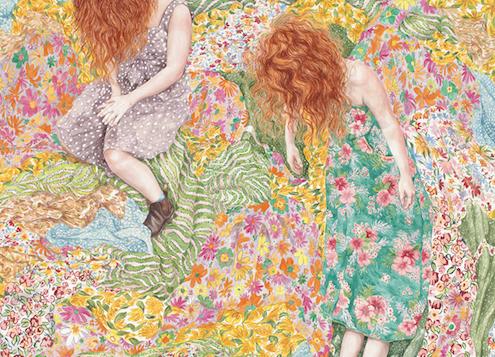 Mujeres retratan las emociones de Monica Rohan pintadas entre pliegues textiles y flores