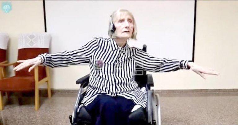 La música trae de vuelta la danza de El Lago de los cisnes al cuerpo de una bailarina con Alzheimer